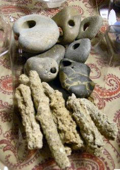 holey/ hag stones and fulgerite (petrified lightning) Love Rocks, Rocks And Gems, Fulgurite, Rock Identification, Hag Stones, Lucky Stone, Sticks And Stones, Lightning Strikes, Agates