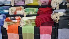 La fouta, le doux tissu échappé du hammam, le nouveau drap de bain tendance et chic pour vous sécher et vous étendre, tissu en coton ultra léger, souple et pleins de couleurs aux multiples fonctions ( drap de bain, serviette de hammam…accessoire déco )