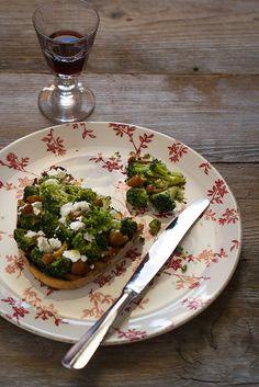 Bruschetta ai broccoli e quartirolo, via Flickr. - Bruschetta with broccoli and quartirolo