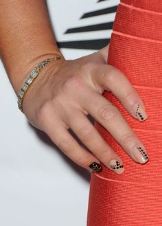 Do or Don't: Jennifer Love Hewitt's Latest Nail Art Design (With Dots and Patterns Galore!): Girls in the Beauty Department