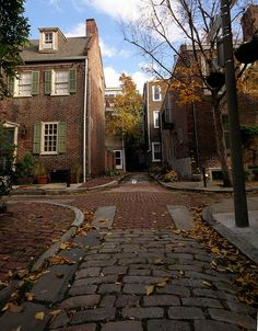 colonial crossroads/     Autumn on the small old alleys of the Washington Square West neighborhood of Philadelphia