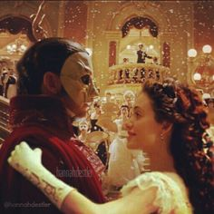 Erik & Christine Masquerade from The Phantom Of The Opera, I wish this is what happened. < Same - The wolf that kills Opera Ghost, Music Of The Night, Love Never Dies, Sing To Me, Gerard Butler, Phantom Of The Opera, Les Miserables, Musical Theatre, I Movie