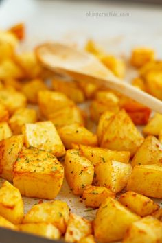Easy Baked Sweet Paprika Potatoes  |  OHMY-CREATIVE.COM  ||  Side Dish | Oven Roasted Potatoes | Dinner | Recipe | Comfort Food