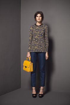Colección de otoño invierno 2012-13 Bimba y Lola. El look es sencillo y elegante.