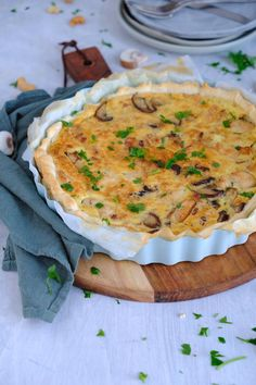 Savory pie with chicken and Boursin - Good food with Linda Easy Snacks, Easy Healthy Recipes, Meat Recipes, Dutch Recipes, Amish Recipes, Post Workout Food, High Tea, Love Food, Food Photography