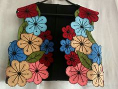 This post was discovered by Se Crochet Shirt, Knit Crochet, Hobbies And Crafts, Diy And Crafts, Patchwork Dress, Fabric Flowers, Sewing Patterns, Embroidery, Quilts