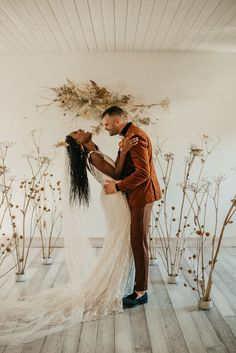 Orange minimal wedding ceremony inspiration | Image by Maggie Grace Photography Romantic Wedding Hair, Autumn Wedding, Dream Wedding, Festival Themed Wedding, Cabin Wedding, Minimal Wedding, Crown Hairstyles, Bridal Headpieces, Scandinavian Style