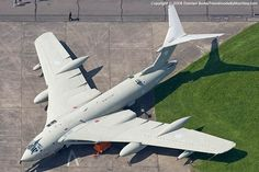 Of course its a Handley-Page Victor , the Valiant had slight sweepback on trailing edge and only moderate taper on  LE
