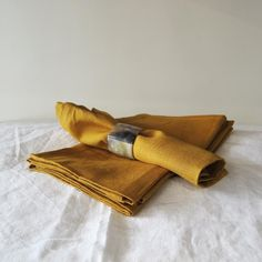 Give your table a touch of luxury with these linen napkins. Set of four.Available in charcoal, natural, red and white. Linen Napkins, Napkins Set, Tea Towels, Charcoal, Textiles, Red, Home Decor, Dish Towels, Decoration Home