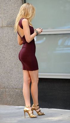 Blake Lively in a tight, maroon mini dress. Tight Dresses, Sexy Dresses, Short Dresses, Tight Skirts, Bandage Dresses, Mini Skirts, Hot Girls, Sexy Outfits, Fashion Outfits