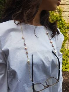 All components are gold filled Freshwater pearls. Or Sterling silver. If you have any style in mind for an eyeglass chain you can send your idea to me. Armband Diy, Jewelry Display Stands, Fashion Jewelry Stores, Eyeglass Holder, Bead Jewellery, Fashion Face Mask, Eyeglasses, Creations, Beaded Bracelets