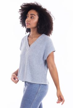 Buy the Tabor V-Neck Top sewing pattern from Sew House Seven, a loose fitting, drop shoulder tee or sweater that is built for comfort while looking smart. Sewing Blogs, Sewing Basics, Pdf Sewing Patterns, Sewing Hacks, Sewing Tips, Sewing Ideas, Basic Sewing, Sewing Tutorials, Sewing Designs