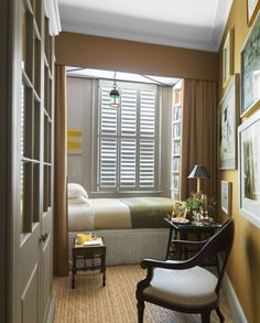 Veere Grenney-London Townhouse-Vernada-Dec Oliver Very clever box room design Alcove Bed, Bed Nook, Home Bedroom, Bedroom Decor, London Townhouse, Bunk Rooms, Guest Bedrooms, Guest Room, Small Bedrooms