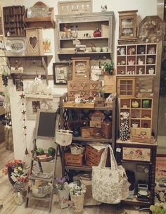 Antique Booth Displays, Antique Mall Booth, Antique Booth Ideas, Craft Booth Displays, Booth Decor, Vintage Display, Antique Stores, Display Ideas, Flea Market Displays