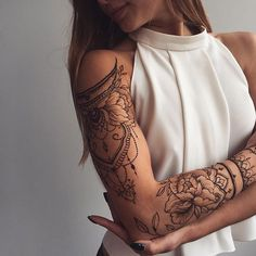 Floral #henna sleeve ✨ Shoulder piece inspired by @tata.tsvetkova, forearm peony - my one and only @sashatattooing ❤️️ #Veronicalilu
