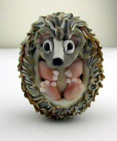 Joy Munshower - hedgehog bead.