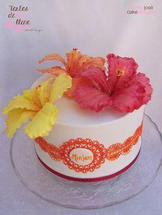 """Tarta """"Flores para Miriam""""  Hibicus gumpaste flowers www.tartasdelunallena.blogspot.com  maria jose cake designer"""