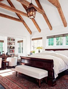 The master bedroom of interior designer Sandy Gallin's former Bridgehampton, New York, house features rustic reclaimed-timber beams. bedroom vaulted ceiling ideas interior design Vaulted Ceilings That Take Any Room To New Heights Bedding Master Bedroom, Home Decor Bedroom, Bedroom Furniture, Bedroom Wardrobe, Furniture Layout, Dream Bedroom, Bedroom Ideas, Architectural Digest, Style At Home