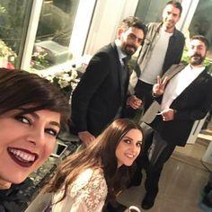 İlk bölüm ilk uffak toplu selfiii:))) yemeğe gelmişti Kaleliler iyiydik hoştuk sonra coştuk😄 #senanlatkaradeniz bu akşam👊🏻 Stranger Things Kids, Turkish Actors, Celebs, Celebrities, Pink Aesthetic, Marie, Couple Photos, Couples, Instagram