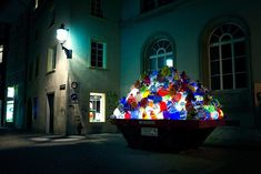 Illuminating Garbage to Raise Awareness About Plastic Bags