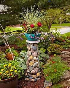 Elevate Your Container Garden With a Gabion Plant Stand The concept is simple: a wire cage filled with rocks. But the result is a natural and sturdy plant stand to raise up any garden container. Garden Yard Ideas, Garden Crafts, Garden Projects, Tomato Cage Crafts, Tomato Cages, Tomato Tomato, Tomato Cage Diy, Garden Globes, Pot Jardin