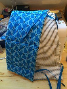 Fertiges Nestchen für das Babybett auf der Nähmaschine