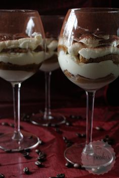 Discover recipes, home ideas, style inspiration and other ideas to try. Tiramisu, Christmas Desserts, Tasty Dishes, Baked Goods, Baking Recipes, Food To Make, Cravings, Food And Drink, Pudding