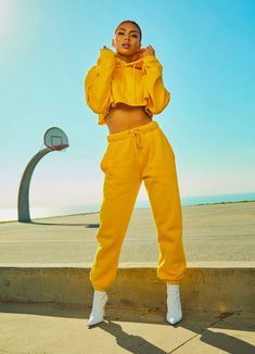 Winter Mode Outfits, Spring Fashion Outfits, Trendy Outfits, Cute Outfits, Yellow Outfits, Trendy Clothing, Clothing Stores, Elegant Clothing, Yoga Clothing