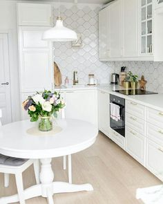 Rate light kitchen from 1 to 10 ⠀ Very nice kitchen from . Kitchen Post, Home Decor Kitchen, Interior Design Kitchen, Kitchen Dining, Nice Kitchen, Home Suites, Bedroom Cupboard Designs, Kitchen Views, Flat Design