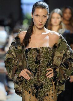 Swarovski et Alexandre Vauthier célèbrent 10 saisons de collaboration Style Haute Couture, Couture Fashion, Runway Fashion, Womens Fashion, Fashion Week, Love Fashion, High Fashion, Fashion Show, Military Inspired Fashion
