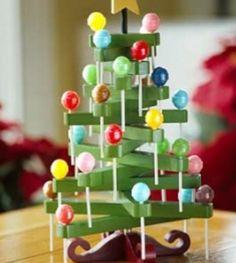 Clothespins and #DumDums make an adorable #Christmas Tree craft!