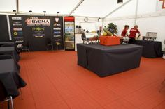 Catering mit EXPO-tent Zeltboden in der Farbe rot