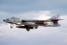 California plane crash: pilot killed after crashing Hawker Hunter in strawberry field Air Force Aircraft, Navy Aircraft, Ww2 Aircraft, Fighter Aircraft, Military Aircraft, Fighter Jets, British Armed Forces, Aircraft Design, Royal Air Force
