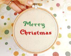 Weiteres - Kreuzstich in Holz hoop Frohe Weihnachten - ein Designerstück von skrynka bei DaWanda