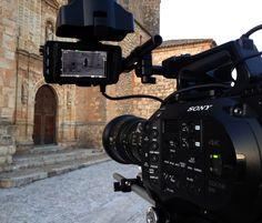 Sony FS7 Parte 1 | Blog Camaras Cine | Camaleón Rental  Últimamente he tenido la posibilidad de trabajar bastante con la Sony FS7 y quería compartir mis impresiones sobre ella.  Ademas del diseño compacto y el tamaño reducido, lo que mas me gusta de esta cámara es su versatilidad...