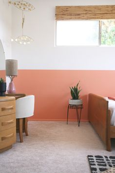 coral-colored rooms is that they can be brightened and darkened without sacrificing the original coloring. So you can have white coral rooms, and bright pink coral rooms. This is certainly something which cannot be said of many typical room colors. Coral Walls Bedroom, Pink Master Bedroom, Peach Bedroom, Peach Walls, Bedroom Wall, Bedroom Decor, Half Painted Walls, New Room, Room Inspiration