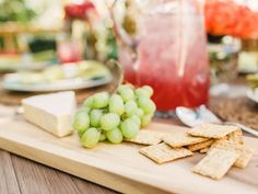 Springtime soirees are meant to be light and airy, and that applies just as much to what's being served as the decor itself. When choosing fare for your gathering, consider light salads, fruits and cheeses which guests can easily serve themselves and even carry around--> http://hg.tv/y8v6