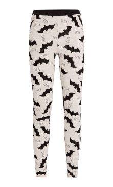 Bas de pyjama Batman ;) (Disponible dans les magasin Undiz ou sur leur site internet).