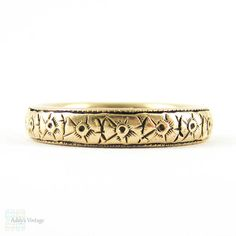 Antique Engraved Wedding Ring Flower Blossoms in 14K. Circa