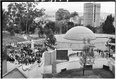 Planetario de Bogotá y construcción de Torre Colpatria / Manuel H / 1974 / Colección Museo de Bogotá: MdB 11900 / Todos los derechos reservados Country Landscaping, Places To See, Landscape, Outdoor, Bogota Colombia, Antique Photos, Towers, Countries, Cities