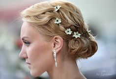 flower detailing in updo - like a daisy chain crown but subtle.
