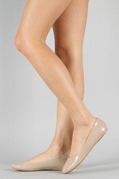 Ballet Flats Outfit, Ballerina Shoes, Wedge Heels, High Heels, Flat Sandals, Pantyhose Outfits, Cute Flats, Carrie Bradshaw, Womens Flats