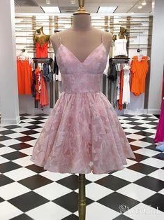 Spaghetti Strap Homecoming Dresses Jacquard V Neck Short Prom Dress Dama Dresses, Quince Dresses, Hoco Dresses, Dresses For Teens, Cute Dresses, Party Dresses, Spring Formal Dresses, Burgundy Homecoming Dresses, Short Prom