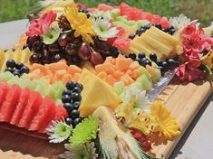 How To Make A Beautiful Fruit Tray - - Learn how to make a gorgeous fruit platter with fresh fruit and fresh flowers. Fruit platters are great for weddings, brunch, any holiday. Dessert Aux Fruits, Beautiful Fruits, Beautiful Beautiful, Fruit Arrangements, Fruit Displays, Veggie Tray, Food Platters, Fruits And Veggies, Fruits Basket