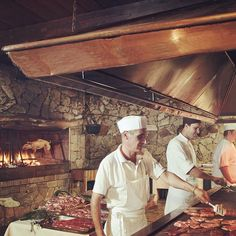 Carrimbanca Restaurant: the right place to taste genuine #specialities from #Sardinian cuisine: typical cold meats, salamis and cheeses accompanied by our famous #pane #carasau, meat-based hors d'oeuvres, delicious first courses such as gli ciusoni or the #zuppa #gallurese, and desserts like #seadas.