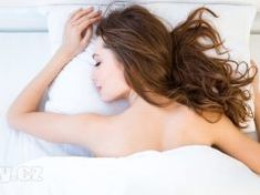 The alarm signs that indicate elbows should be taken care of, are truly disturbing and ugly. How To Get Rid Of Dark Elbows! Dark Elbows, Benefits Of Sleep, Stages Of Sleep, Le Trouble, Skin To Skin, Couple Relationship, Muscular, Fun To Be One, Stress And Anxiety