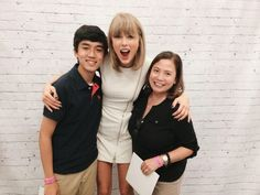 Taylor with fans during the pre-show meet and greet in Santa Clara night two! 8.15.15