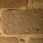 Visite du château carolingien de Mayenne 30 mai 2010: éléments carol.- ARCHITECTURE CAROLINGIENNE, MAYENNE, 12: Ces conflits ne peuvent être réglés que par l'intermédiaire du médiateur à savoir le Seigneur, qui avait souvent décision de justice. Au 13°s, les 2 arcades centrales de l'AULA ont été bouchées pour permettre la construction des voûtes. Des portes en arc brisé sont venues s'insérer sous les 2 autres arcades.