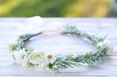 Stunning bridal flower crown, headpiece, flower wreath. All sizes available, please ask. Perfect for a wedding, style photo shoot or a birthday party. *Please expect a bit of variation in your crown, since they are handmade the placement and appearance will vary slightly. Like Flowers
