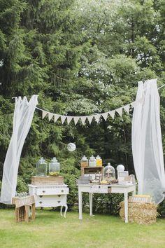 #gartenhochzeit #candybar Romantische Gartenhochzeit von Hanna Witte | Hochzeitsblog - The Little Wedding Corner
